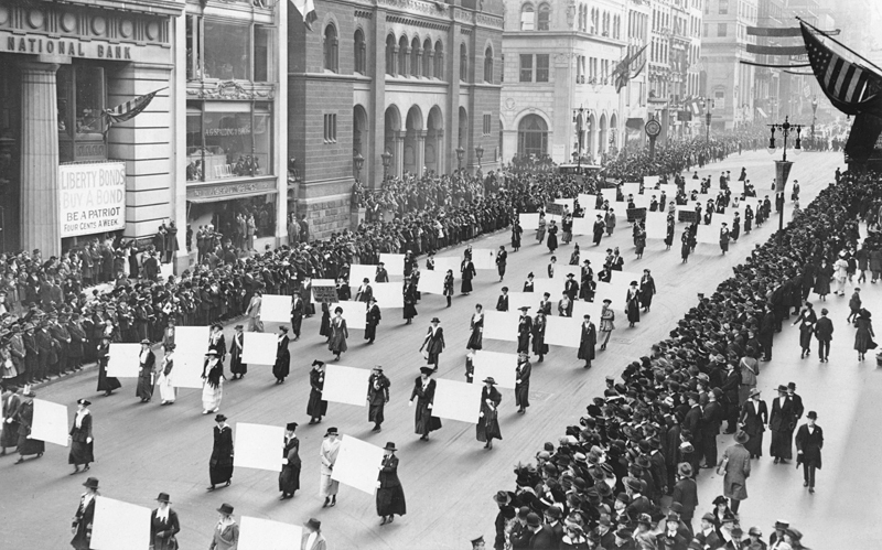 suffragists_parade_down_fifth_avenue_1917